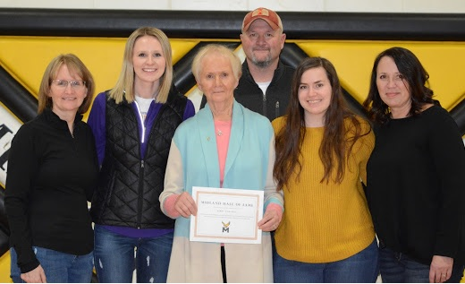 Kathy Carstens and family accept 2020 Hall of Fame award for Jerry Carstens.